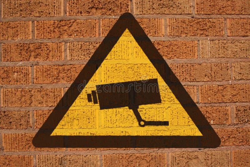 Segno del CCTV sul muro di mattoni illustrazione di stock