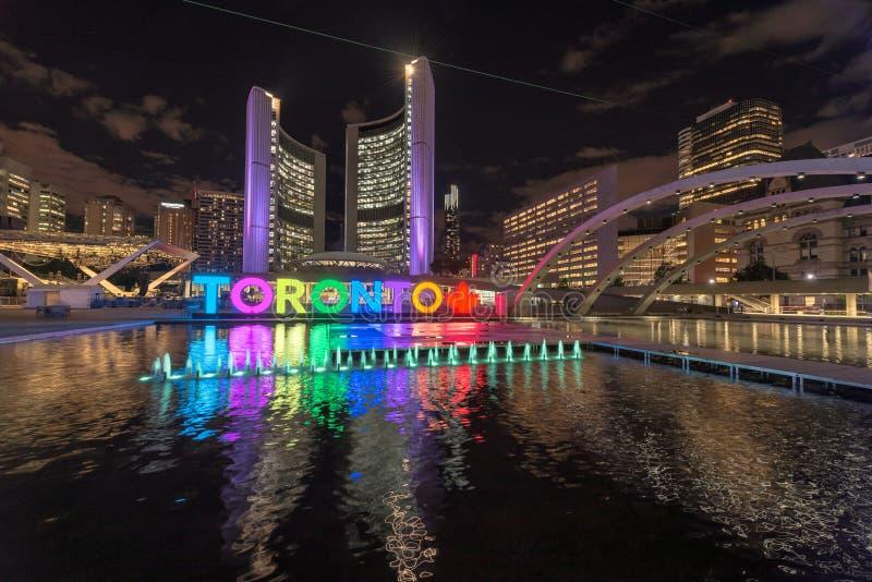 Segno del comune di Toronto e di Toronto alla notte fotografia stock libera da diritti