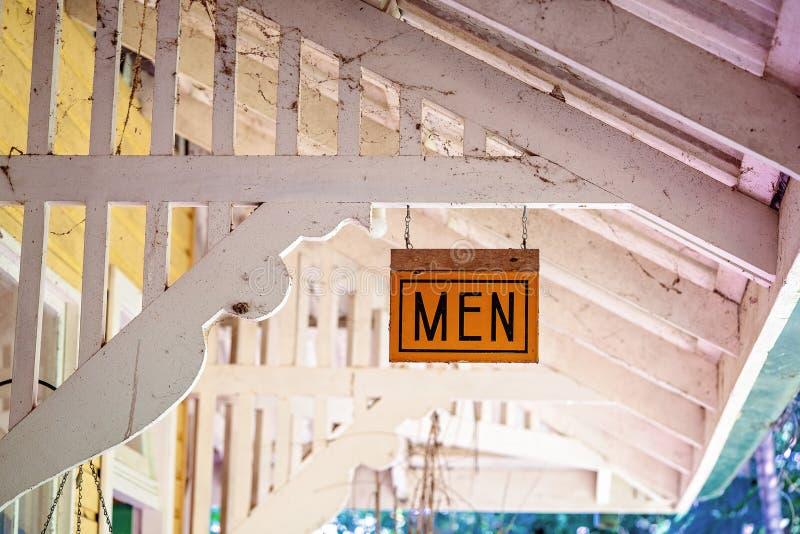 Segno del lavabo su vecchia costruzione sporca immagine stock libera da diritti