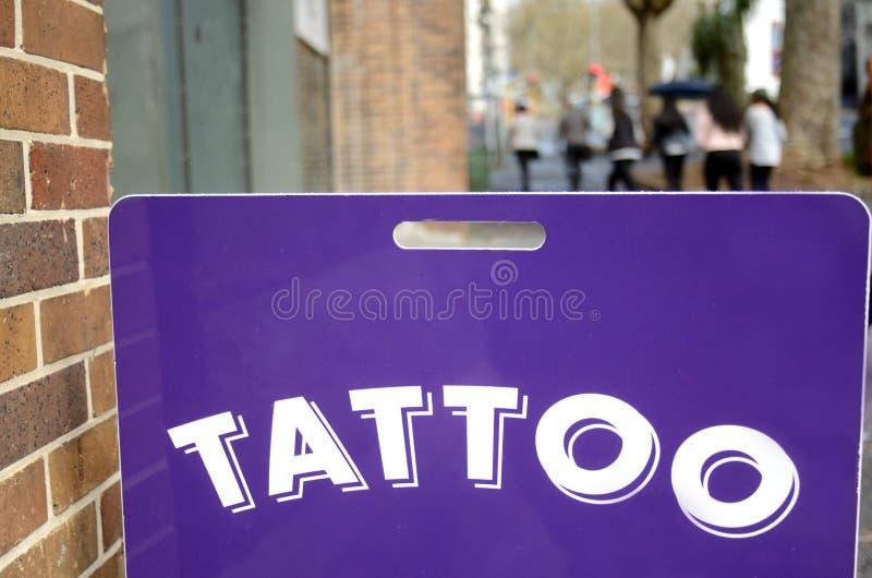 Segno del negozio del tatuaggio immagini stock libere da diritti