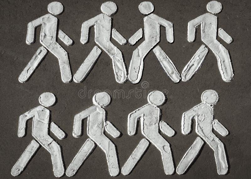 Segno del passaggio pedonale che simbolizza diversità della gente e la lotta di combattimento per il vostro della destra essere v fotografie stock