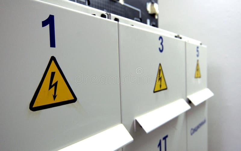 Segno del pericolo di elettricità fotografia stock libera da diritti