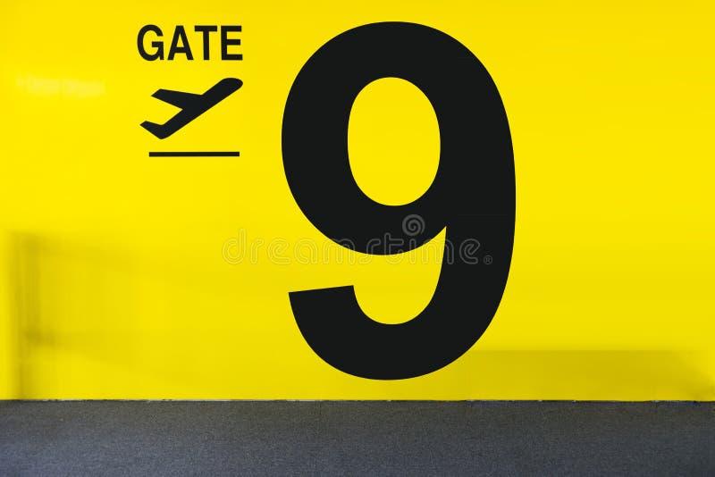 Segno del portone dell'aeroporto immagine stock libera da diritti