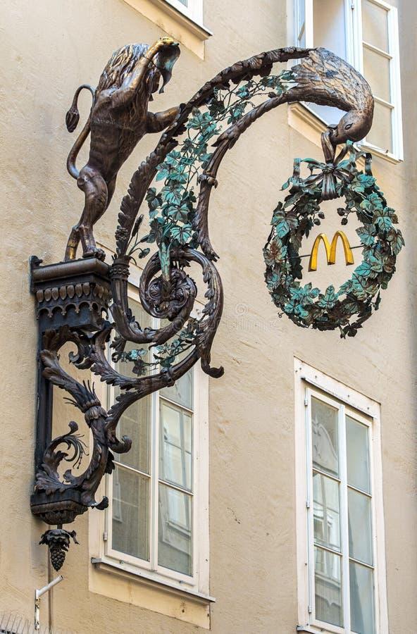 Segno del ristorante di Mcdonalds fotografia stock libera da diritti