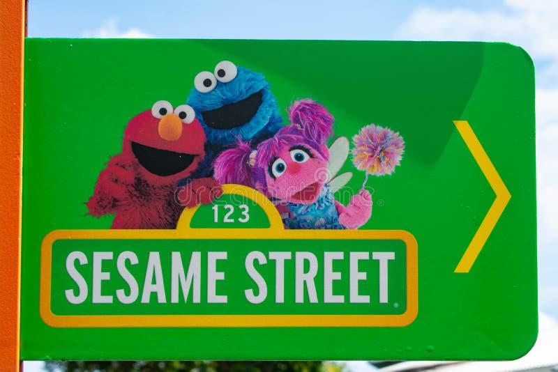 Segno del Sesame Street a Seaworld nell'area internazionale dell'azionamento fotografie stock libere da diritti