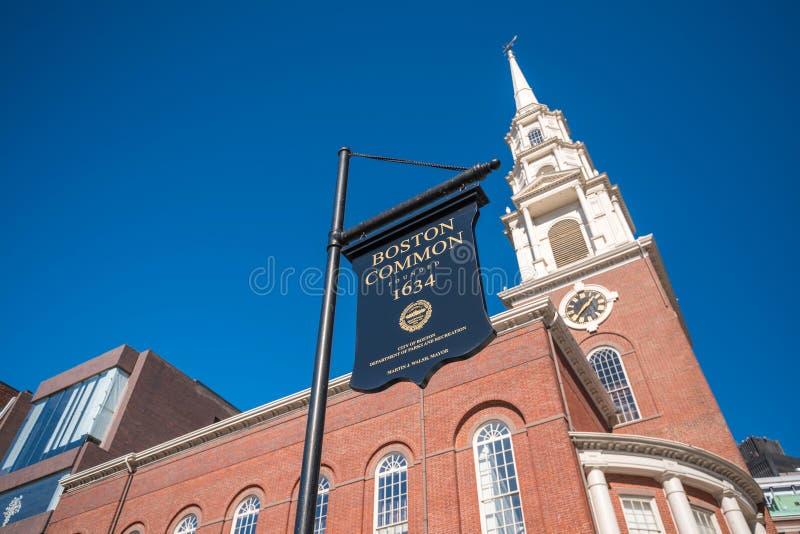 Segno del terreno comunale della chiesa e di Boston della via del parco fotografie stock libere da diritti