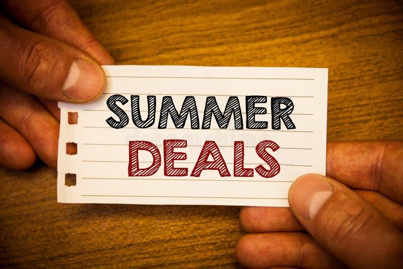 Segno del testo che mostra gli affari di estate Le vendite speciali delle foto concettuali offre per gli sconti dei prezzi di via fotografia stock libera da diritti