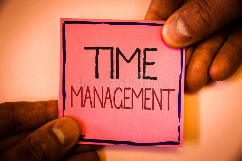 Segno del testo che mostra la gestione di tempo Il programma concettuale della foto ha progettato per la tenuta di Job Efficiency fotografie stock libere da diritti