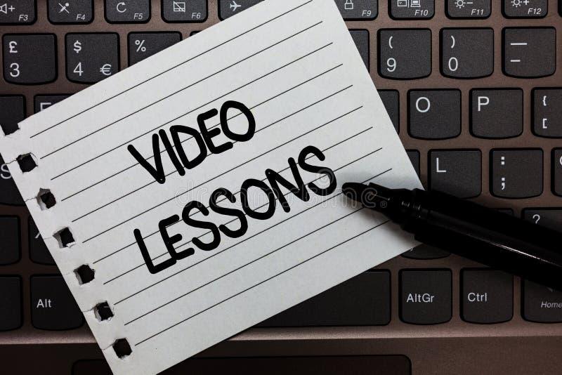Segno del testo che mostra le video lezioni Materiale online di istruzione della foto concettuale per un'osservazione e l'apprend immagine stock libera da diritti