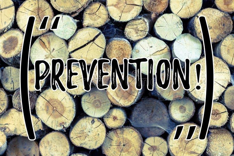 Segno del testo che mostra prevenzione Foto concettuale che ferma qualcosa dal fondo di legno d'avvenimento di protezione di sani fotografia stock libera da diritti