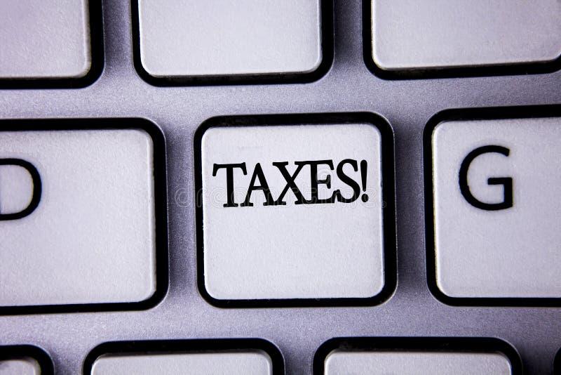 Segno del testo che mostra a tasse chiamata motivazionale I soldi concettuali della foto hanno richiesto da un governo per il suo immagini stock