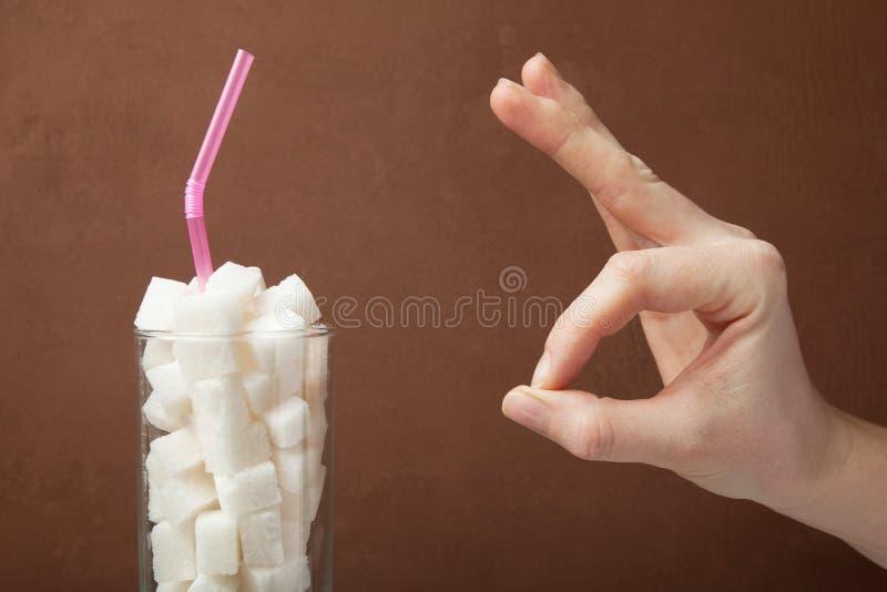Segno dell'approvazione e della bevanda con zucchero, concetto immagine stock libera da diritti