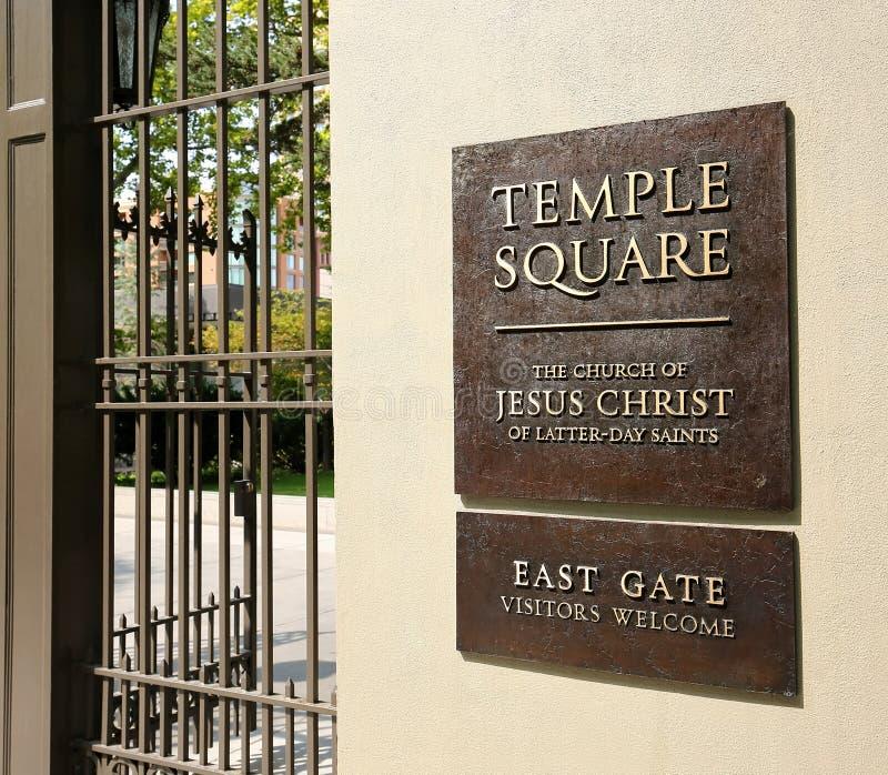Segno dell'entrata al quadrato del tempio fotografia stock libera da diritti