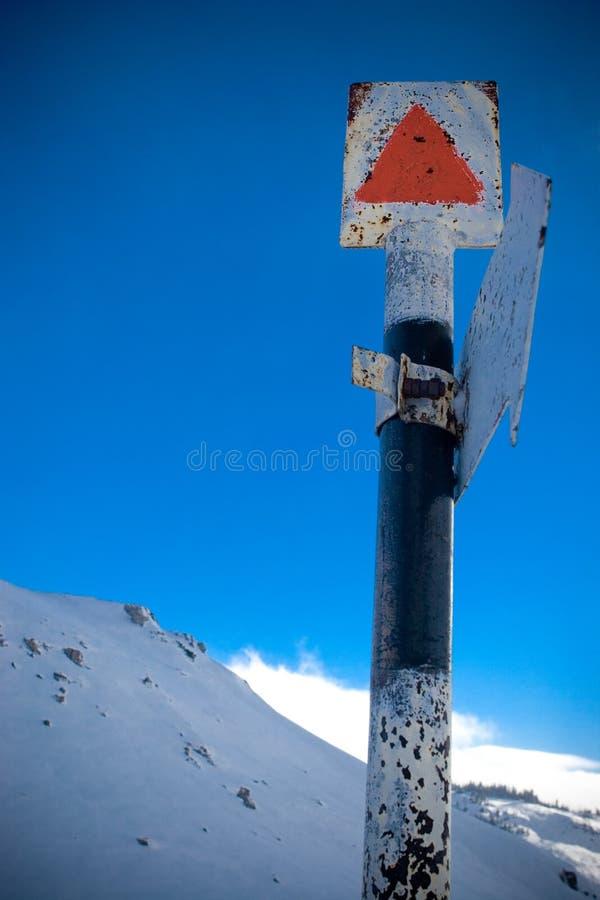 Download Segno Dell'itinerario Della Montagna Immagine Stock - Immagine di pace, contrassegnato: 3888631