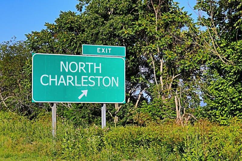 Segno dell'uscita della strada principale degli Stati Uniti per Charleston del nord fotografia stock libera da diritti
