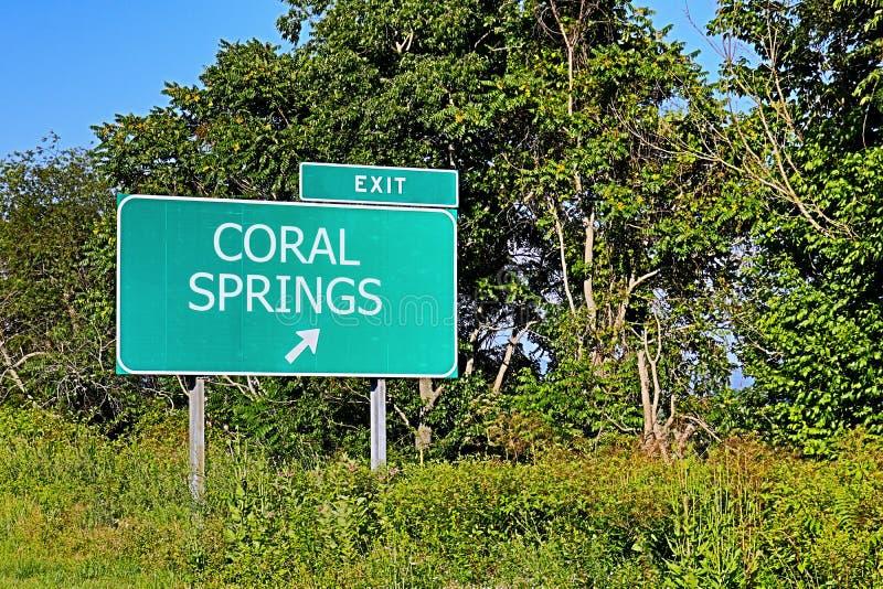 Segno dell'uscita della strada principale degli Stati Uniti per Coral Springs immagini stock libere da diritti