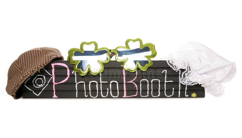 Segno della cabina della foto con i cappelli di vestito operato immagine stock libera da diritti