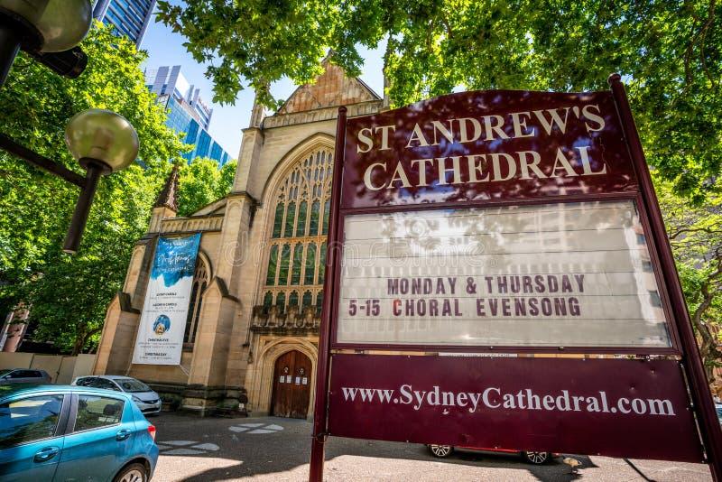 Segno della chiesa davanti alla cattedrale di St Andrew una Chiesa Anglicana a Sydney NSW Australia fotografia stock libera da diritti