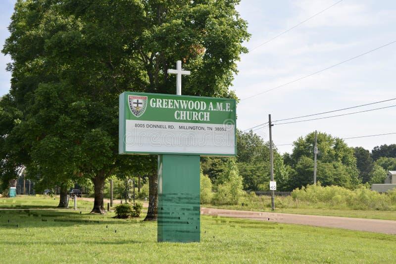 Segno della chiesa di bosco verde e frondoso AME, Millington, TN immagine stock libera da diritti