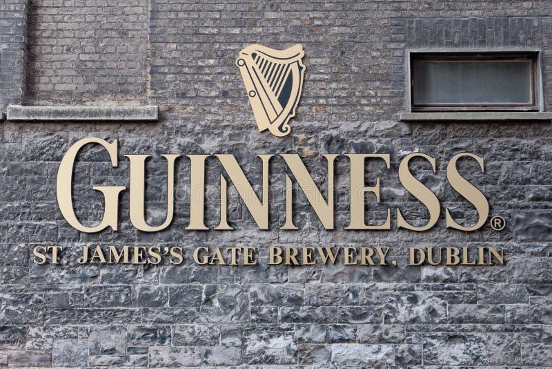 Segno della fabbrica di birra del Guinness immagine stock libera da diritti