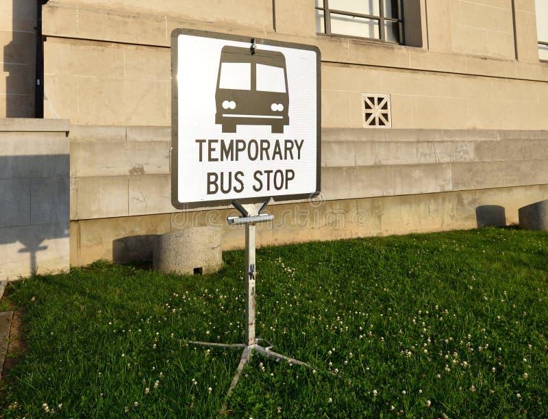 Segno della fermata dell'autobus fotografie stock libere da diritti