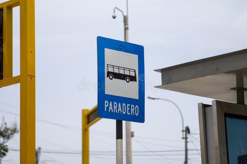 Segno della fermata dell'autobus di Paradero nello Spagnolo, insegna di traffico immagini stock