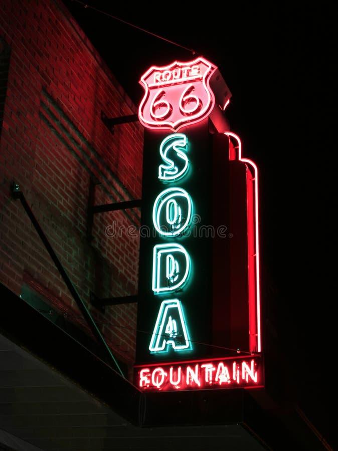 Segno della fontana di soda dell'itinerario 66 immagini stock