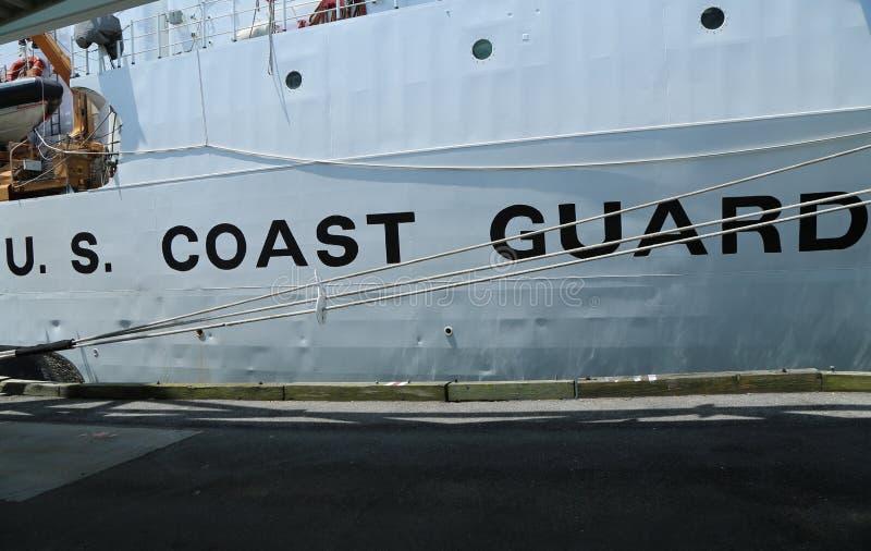 Segno della guardia costiera degli Stati Uniti sulla guardia costiera Cutter Forward degli Stati Uniti immagine stock