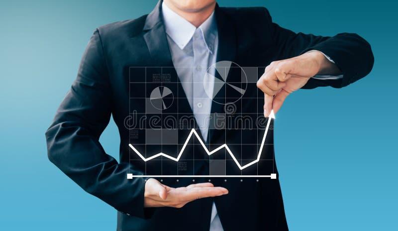 Segno della mano dell'uomo di affari circa il profitto di aumento fotografia stock