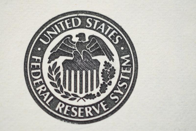 segno della riserva federale di 100 banconote in dollari immagine stock