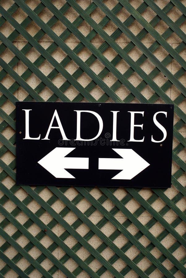 Segno delle signore WC Toletta pubblica Lavabo delle signore fotografie stock