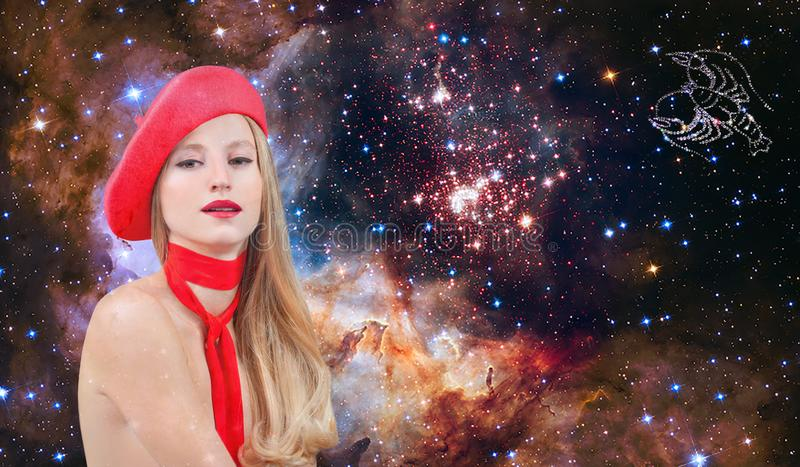 Segno dello zodiaco del Cancro Astrologia e oroscopo, bello Cancro della donna sui precedenti della galassia immagini stock libere da diritti