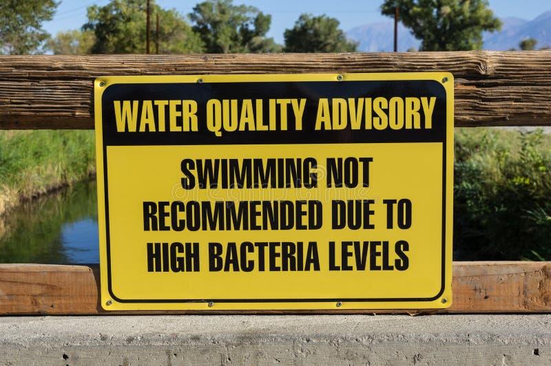 Segno di Advisory di qualità dell'acqua fotografie stock libere da diritti