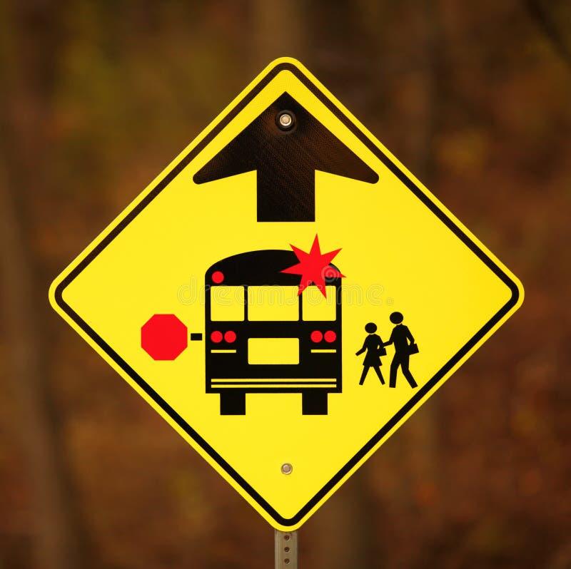 Segno di arresto dello scuolabus avanti fotografia stock