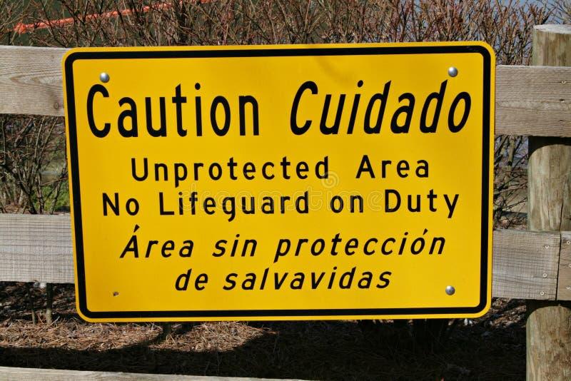Segno di avvertenza nel lago fotografia stock libera da diritti