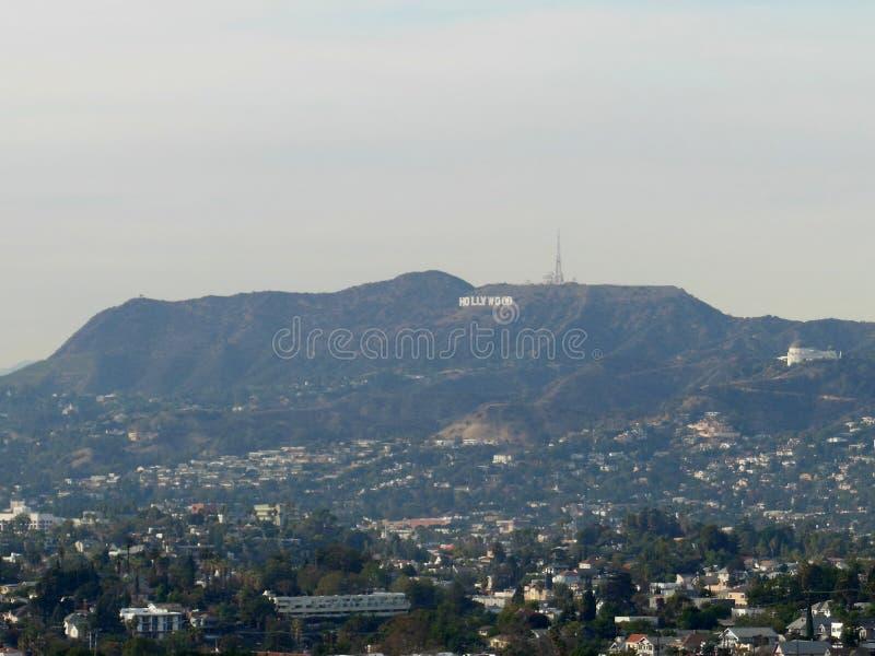 Segno di Hollywood un giorno nebbioso immagine stock