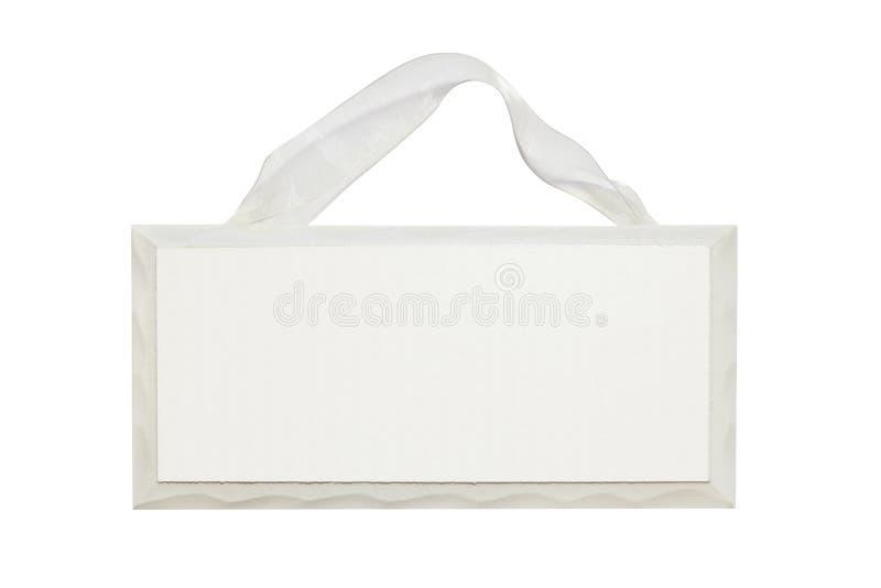 Segno di legno bianco in bianco con il nastro fotografie stock