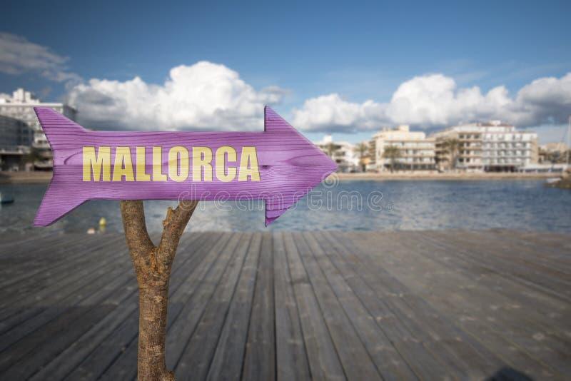 segno di legno che indica Mallorca fotografie stock