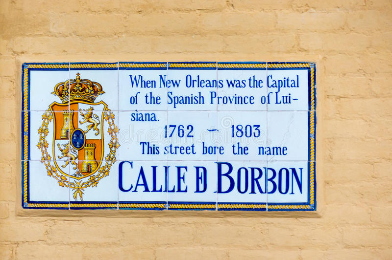 Segno di nome della via di Bourbon mentre nell'ambito del possesso spagnolo a New Orleans fotografia stock