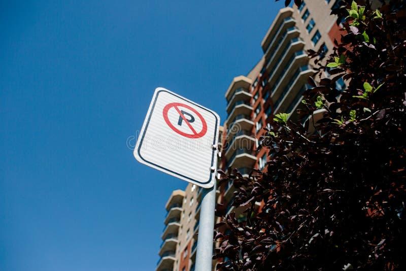 Segno di non parcheggio di Montreal fotografia stock libera da diritti