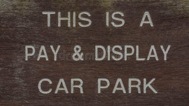 Segno di parcheggio dell'automobile dell'esposizione e di paga fotografia stock libera da diritti