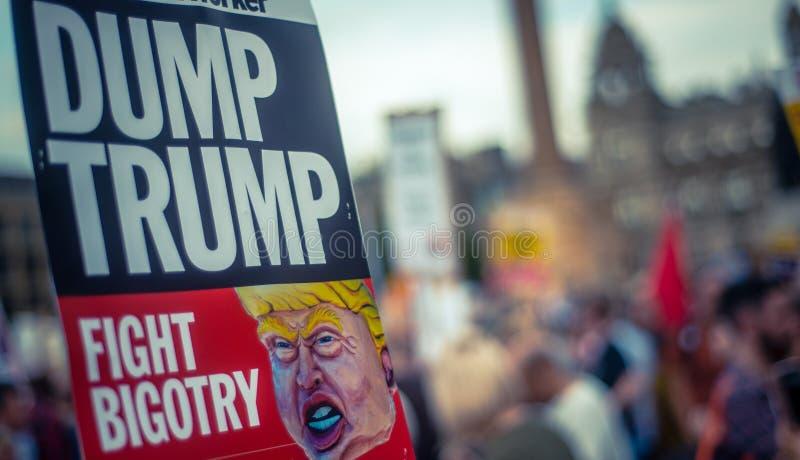 Segno di protesta di Trump fotografia stock libera da diritti
