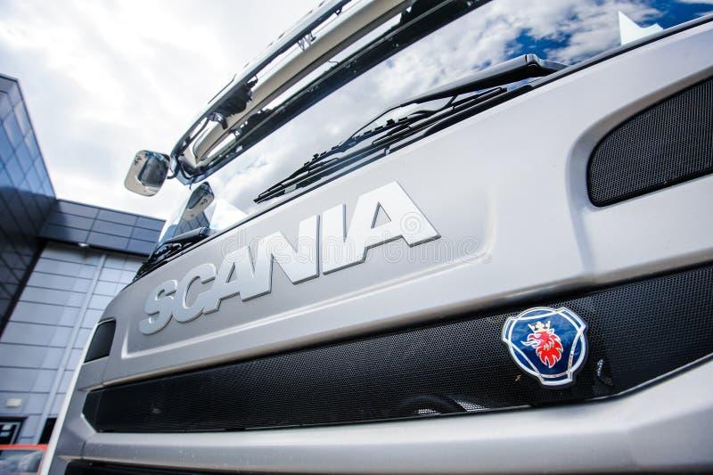 Segno di Scania sul cappuccio del camion immagini stock libere da diritti