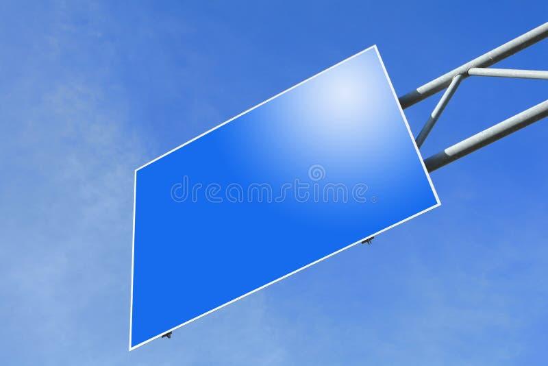Segno di traffico stradale blu in bianco fotografia stock