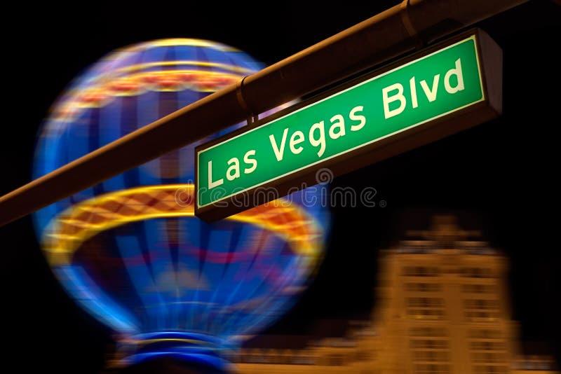 Segno di via del Las Vegas Boulevard alla notte. fotografia stock