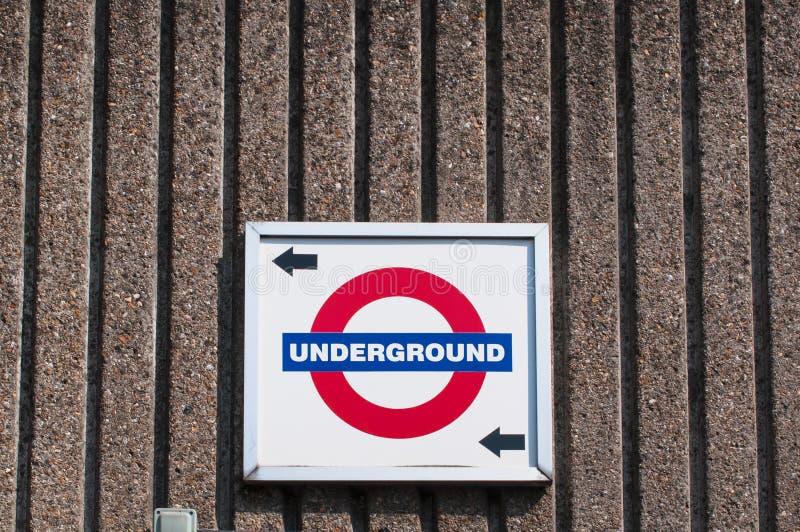 Segno e direzione sotterranei di Londra fotografia stock libera da diritti