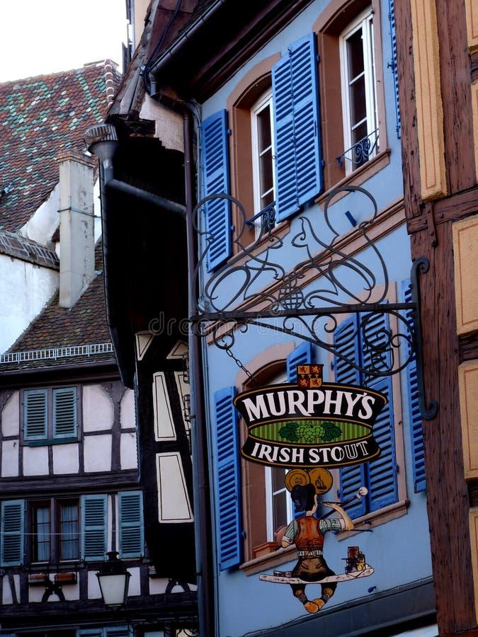 Segno europeo del pub del villaggio immagini stock libere da diritti