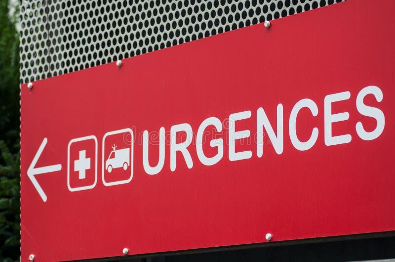 segno francese dell'entrata di emergenza dell'ospedale con testo nel fre immagini stock