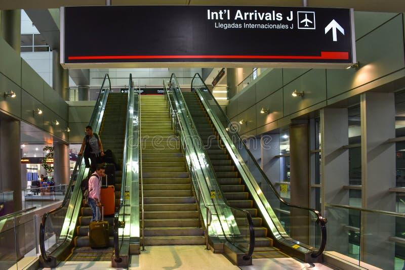 Segno internazionale di arrivi J all'aeroporto internazionale di Miami fotografia stock libera da diritti
