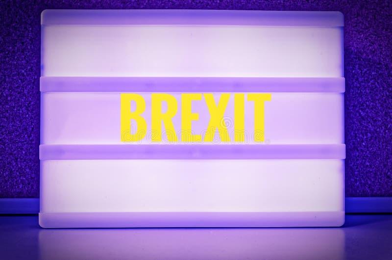Segno luminoso con l'iscrizione in tedesco Brexit, simbolizzante il ritiro della Gran Bretagna dall'UE fotografia stock libera da diritti